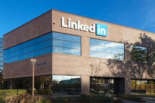 LinkedIn Debuts Tinder-Like Mentor-Matching Service