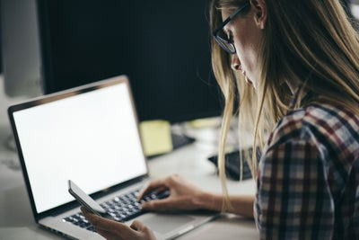 5 Secrets to Keeping Your 9-5 Job While Growing Your Side Hustle