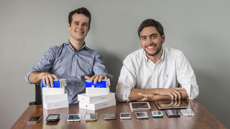 Los franceses que hacen negocio con celulares usados