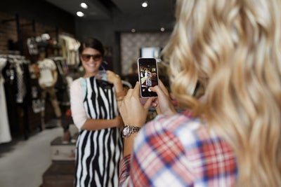 Feel the Customer Love With These 9 Instagram Stories Tips Straight Fr...