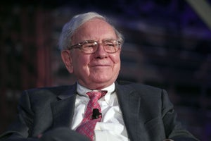 Warren Buffett's 9 Tweets Give Us 9 Reasons to Love Him More