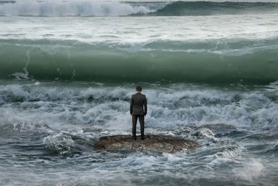 3 Ways to Build Entrepreneurial Resilience for the Next 'Wave' of Chal...