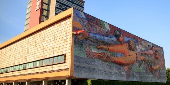 Hoy inicia el Gran Remate de Libros de la UNAM