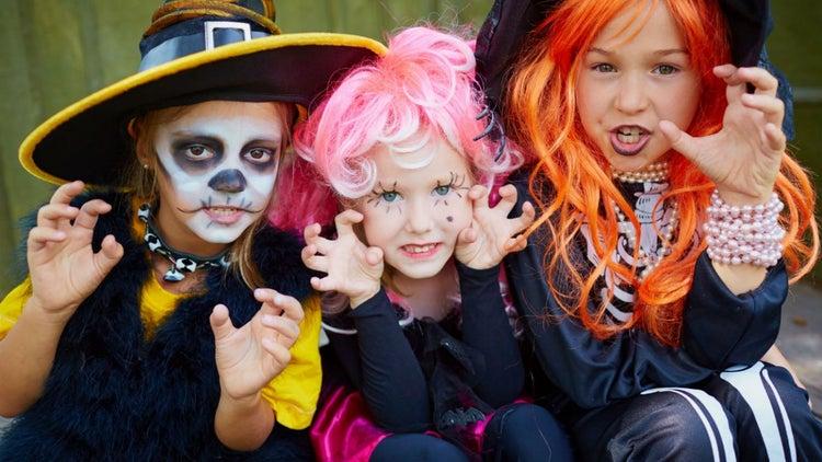 Pon un negocio de disfraces infantiles para Halloween