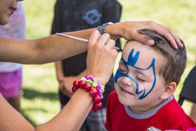 Emprende con un servicio de caritas pintadas para niños