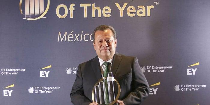 Él es el emprendedor del año, según EY México