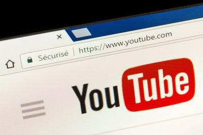 Marcas retiran publicidad de YouTube por indicios de pornografía infan...
