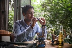 Esta marca de cerveza quiere impulsar a jóvenes emprendedores en el extranjero