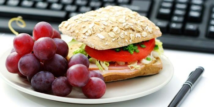 5 comidas para llevar a la oficina para rendir en el trabajo