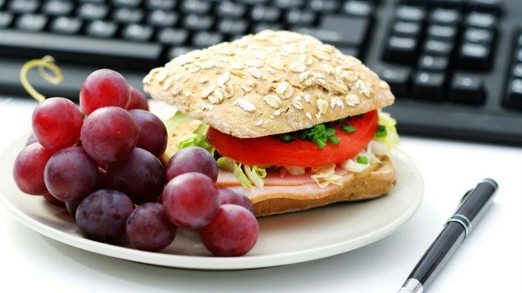 5 comidas para llevar a la oficina para rendir en el trabajo for Comida oficina