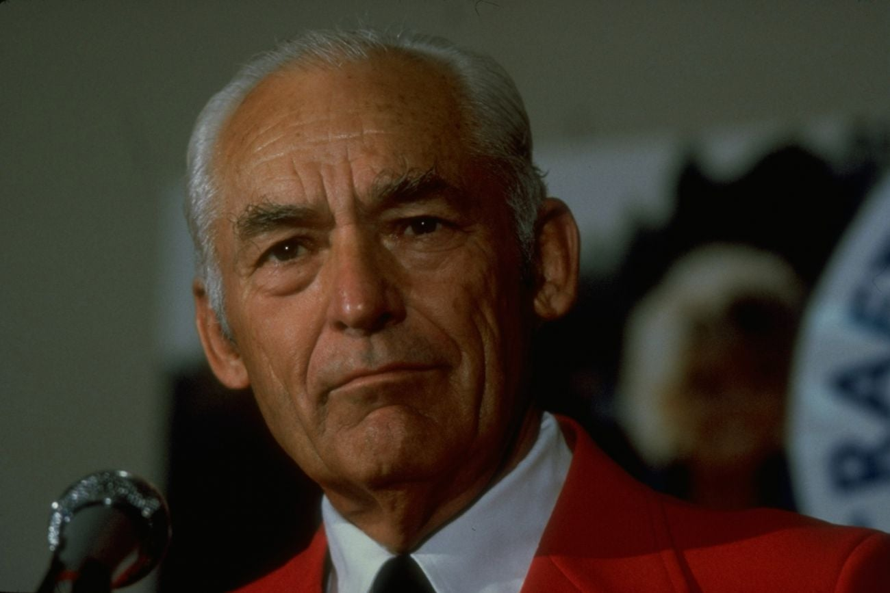 a biography of sam walton the founder of wal mart In 1992, sam walton received the presidential medal of freedom for his work according to the forbes, walton was the richest person in the united states from 1982 to 1988 walmart operates in more than 16 international markets.
