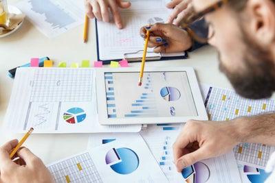 Qué es y cómo trabaja una incubadora de negocios
