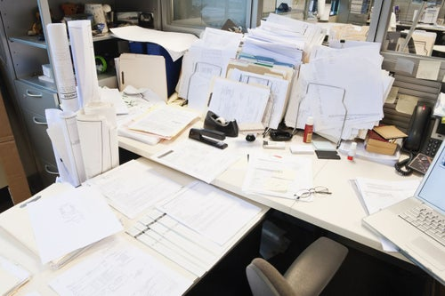 4 Reasons Your Messy Desk May Be a Sign of Genius