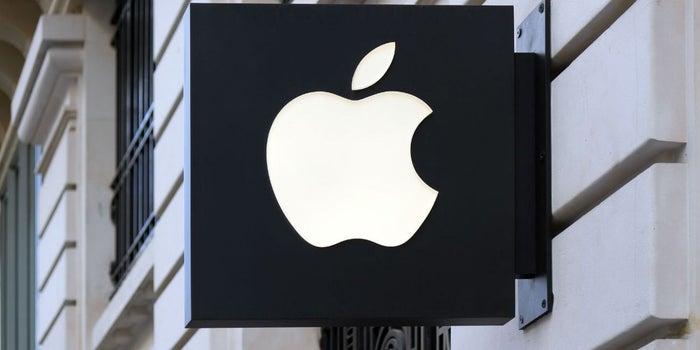 Apple enfrenta más de 50 demandas por alentar el iPhone