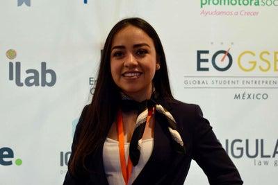 La mejor estudiante emprendedora de México hace plástico con residuos...