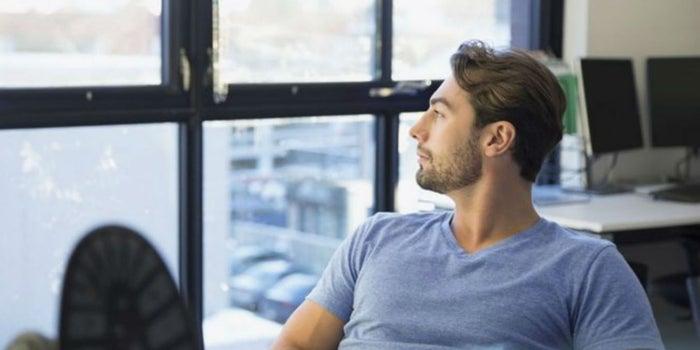 ¿Trabajando duro o a duras penas trabajando? 5 hacks para producir más en tus 8 horas de trabajo