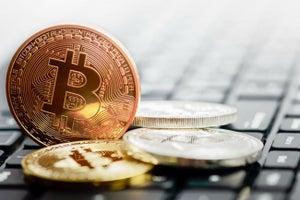 ¿Debes invertir en bitcoin?