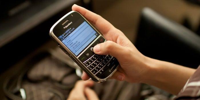 BlackBerry demanda a Facebook por plagio