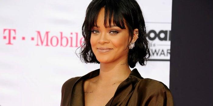 Rihanna pide que borren la app de Snapchat y sus acciones se desploman
