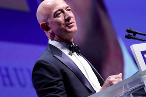 Jeff Bezos Takes His Robot Dog for a Walk! 3 Things to Know Today