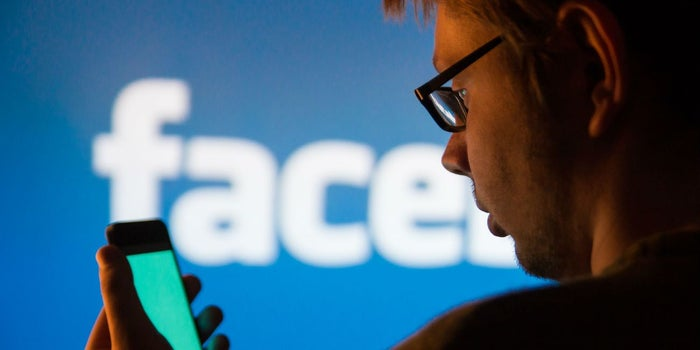 Usuarios demandan a Facebook y Cambridge Analytica