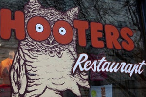 Hooters Has a New Coworking Space in Tokyo! 3 Things to Know Today.