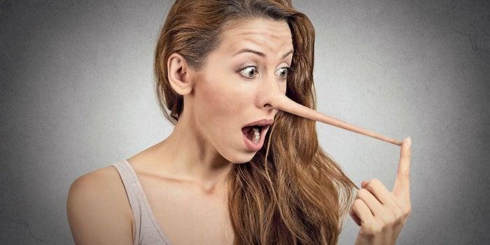 11 señales de que alguien te está mintiendo