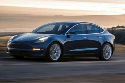 El Modelo 3 de Tesla entra a una producción 24/7