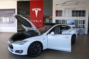 Tesla Gets an F and Better-Looking People Don't Always Get Better Paychecks! 3 Things to Know.