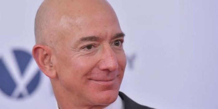 Jeff Bezos revela las 3 estrategias que llevaron al éxito a Amazon