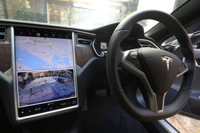 Tesla Owner Banned From Driving for 18 Months for Turning on Autopilot...
