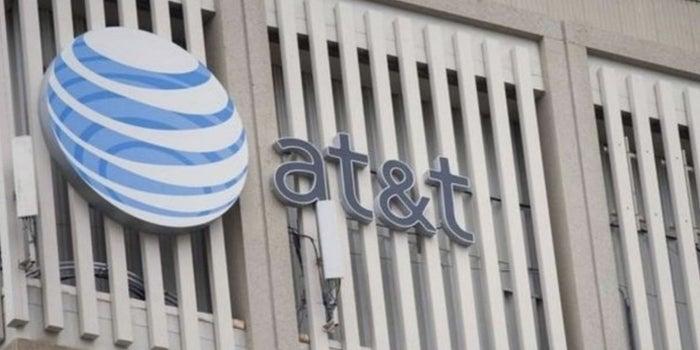 En decisión única, juez aprueba posible compra de AT&T a Time Warner