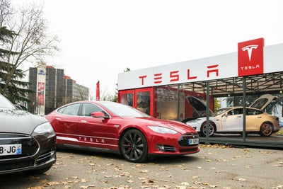 Tesla en llamas: un auto se incendia en Los 脕ngeles