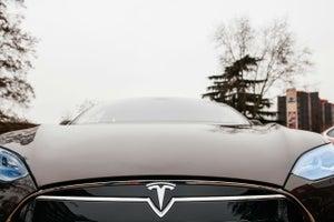 Le niegan un ascenso en Tesla y luego lo acusan de sabotaje