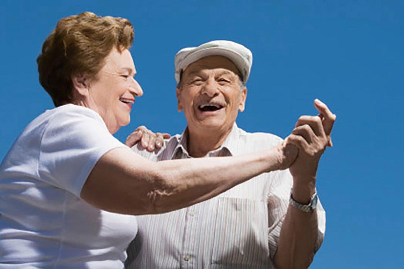 Resultat d'imatges de adultos mayores bailando