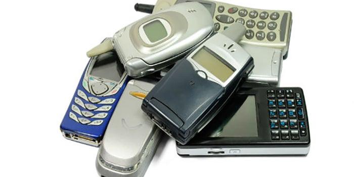 ¿Sabes cómo reciclar tu celular viejo?