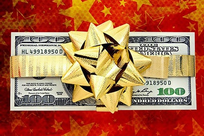 Small-Business Owners Cautious of Going Overboard on Holiday Gifts, Bo...