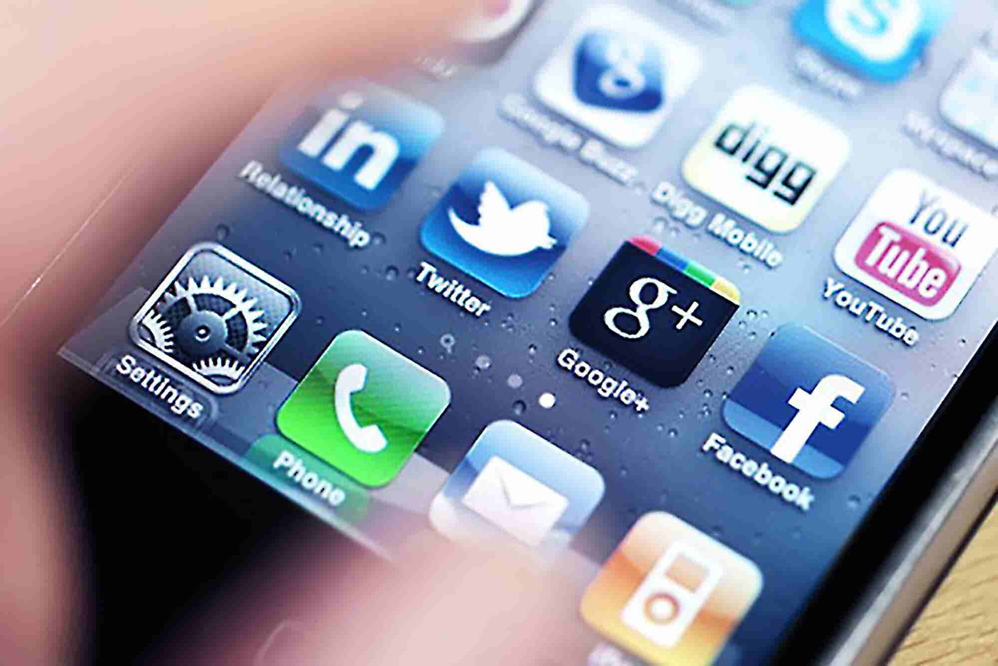 New Study Details Who Is Using Social Media and When