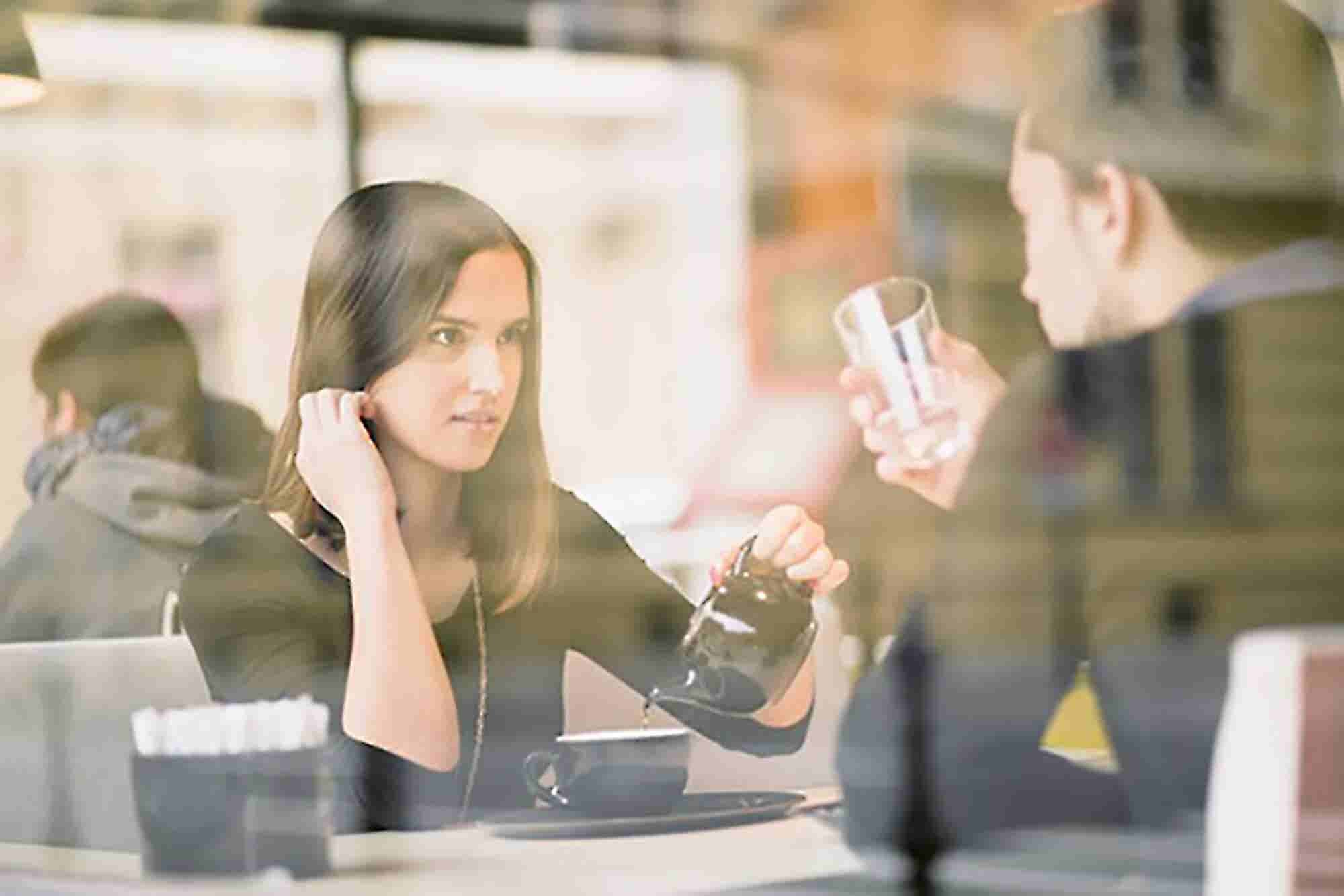 7 Ways to Have a Pleasant Conversation With a Negative Person