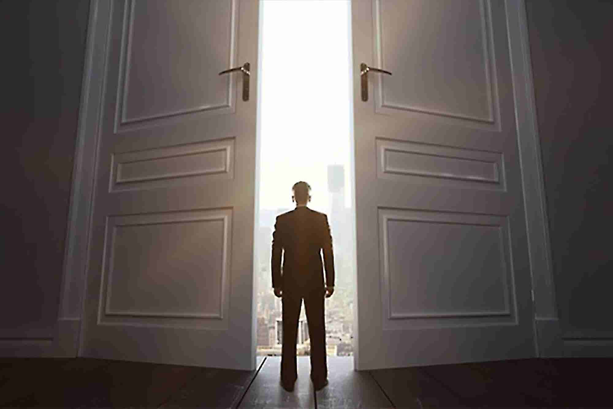 When Should You Wave Goodbye to the Incoming Opportunity?