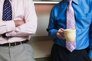 4 Body Language Cues You Need to Know When Networking