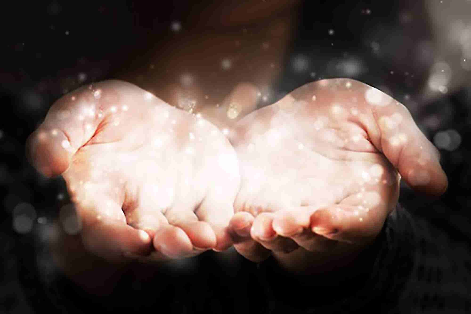 4 Ways Your Company Benefits From Giving Back