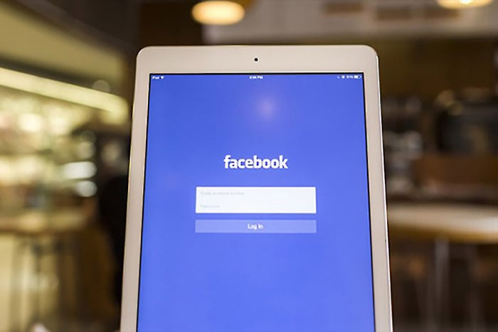 Learn to Wean Yourself Off of Candy Crush and Facebook With These 7 Simple Productivity Hacks