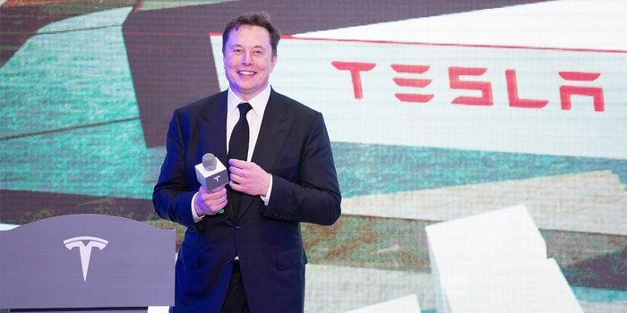Elon Musk obtiene 700 millones de dólares en el primer pago de ...