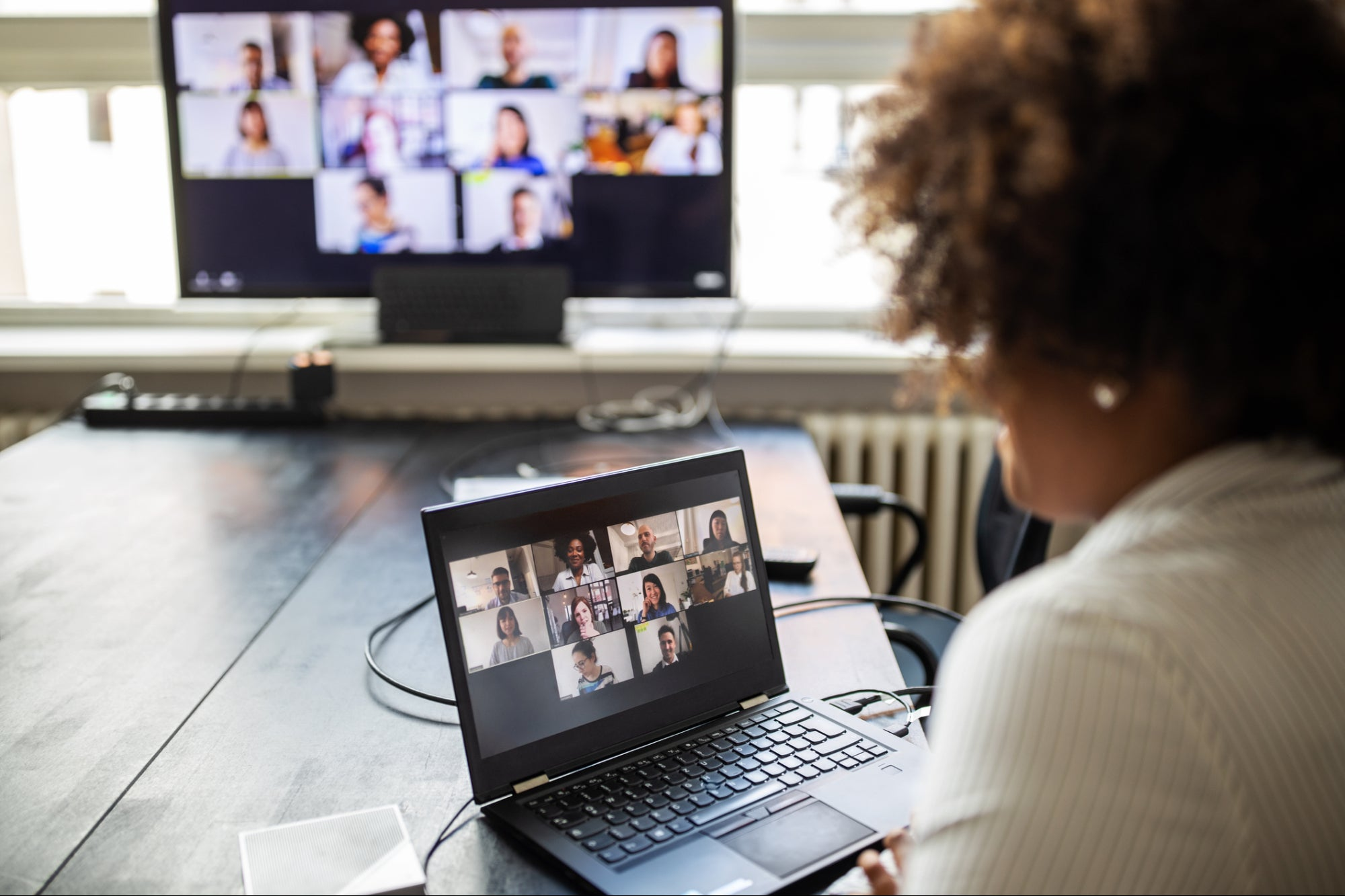 4 Ways to Effectively Manage and Lead Teams Virtually