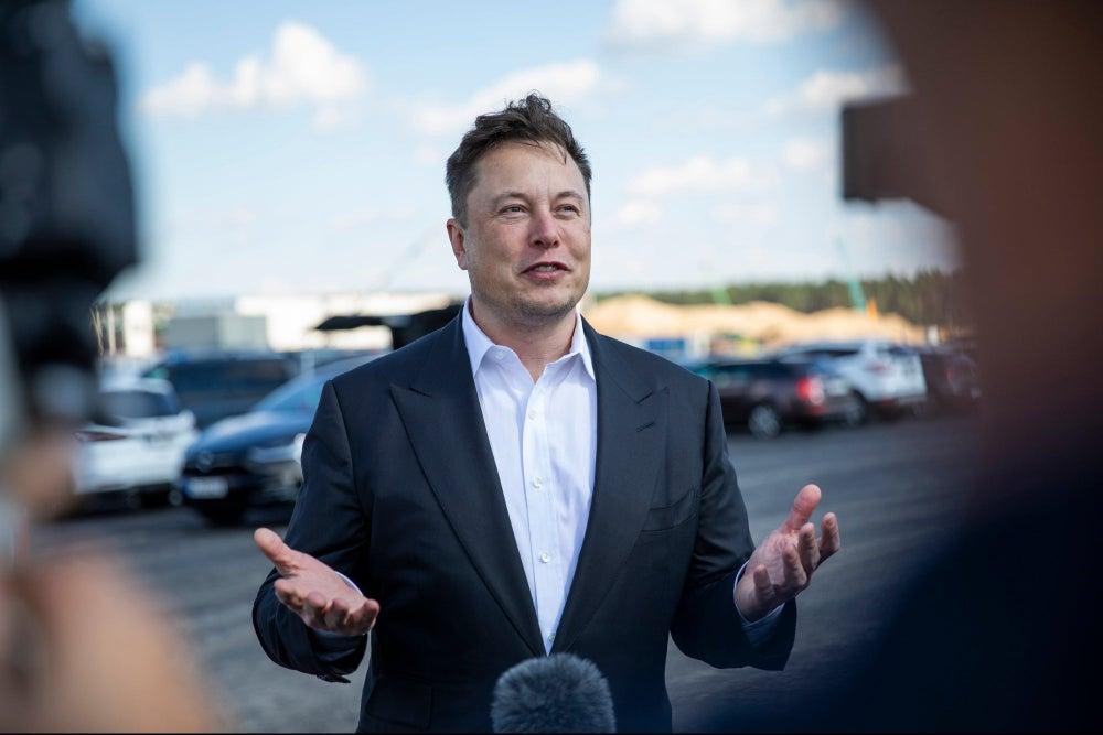 Los 61 libros que Elon Musk cree que deberías leer