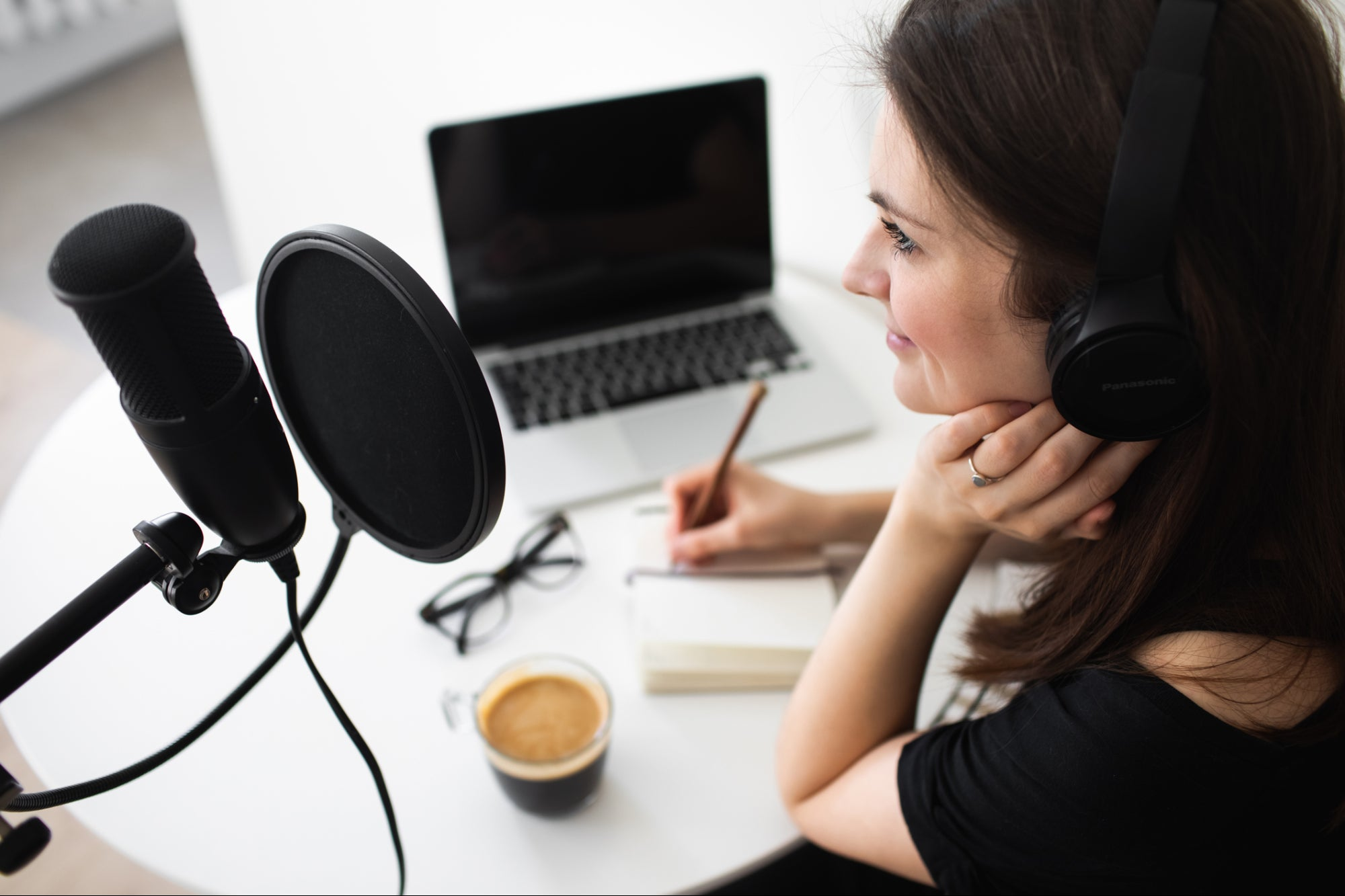 6 Ways to Make Money from Audio Content