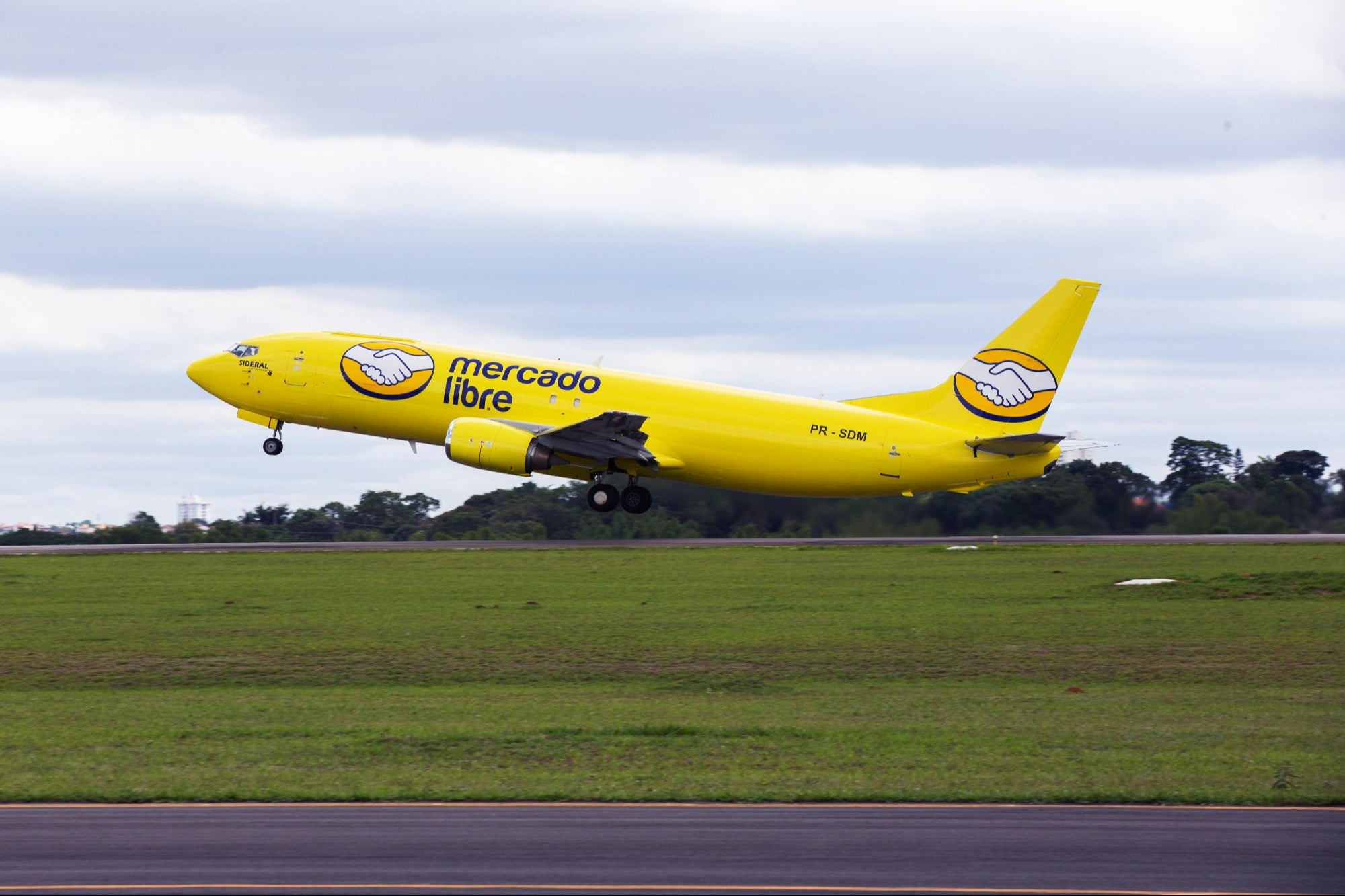 With these planes Mercado Libre will deliver packages in less than 24 hours