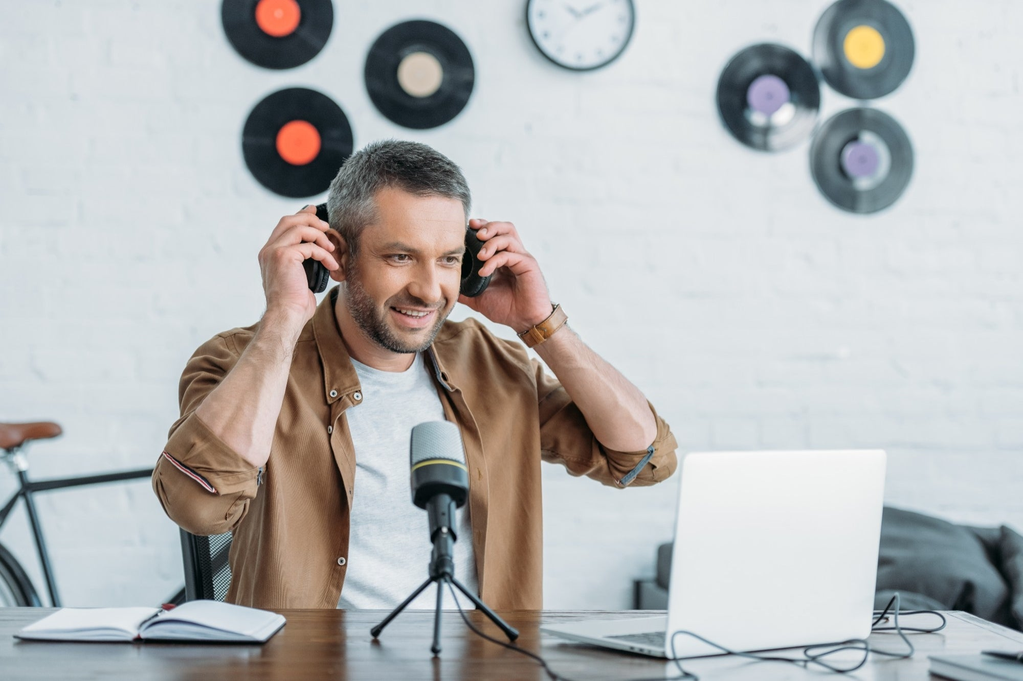 , What Is Open Podcasting? (And Why Is It Exploding?), Saubio Making Wealth