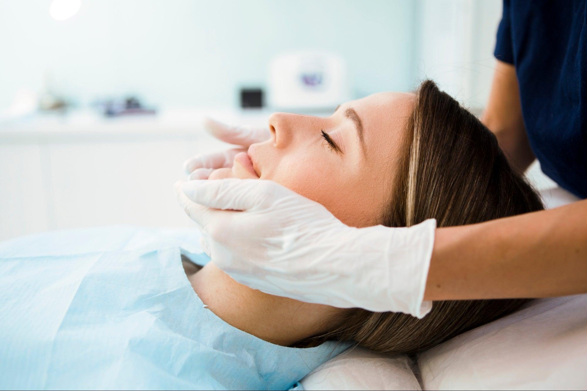 Zoom Boom Triggers Surge in Aesthetic Medical Procedures
